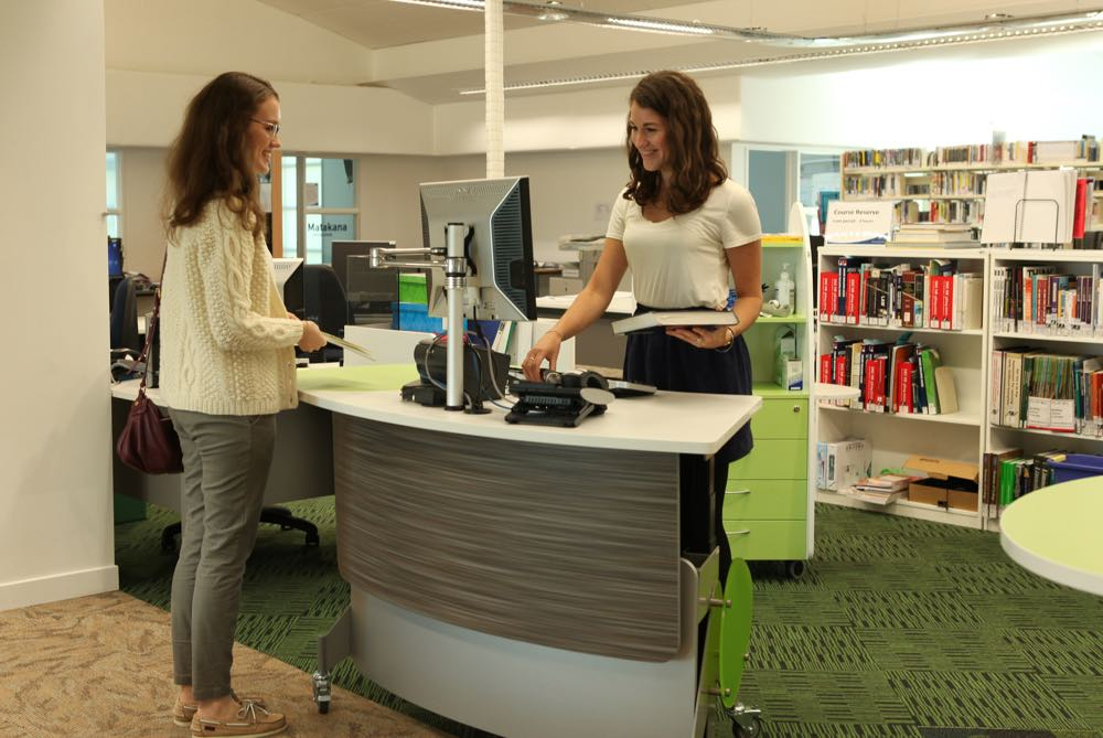 GLO 1600, a height adjustable, issues / help / roaming station at the BOP Polytecnic library.