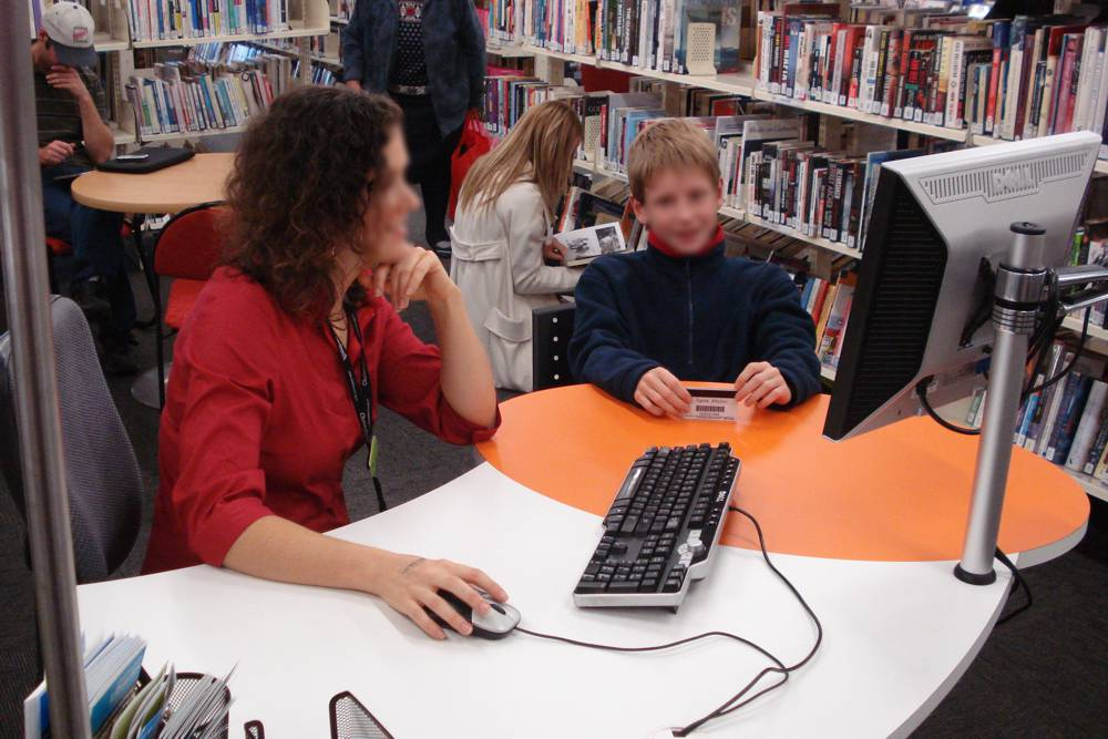 The interactive meeting oval on our GLO 1600 station allows the young customer and librarian to work together, at Bishopsdale Library.