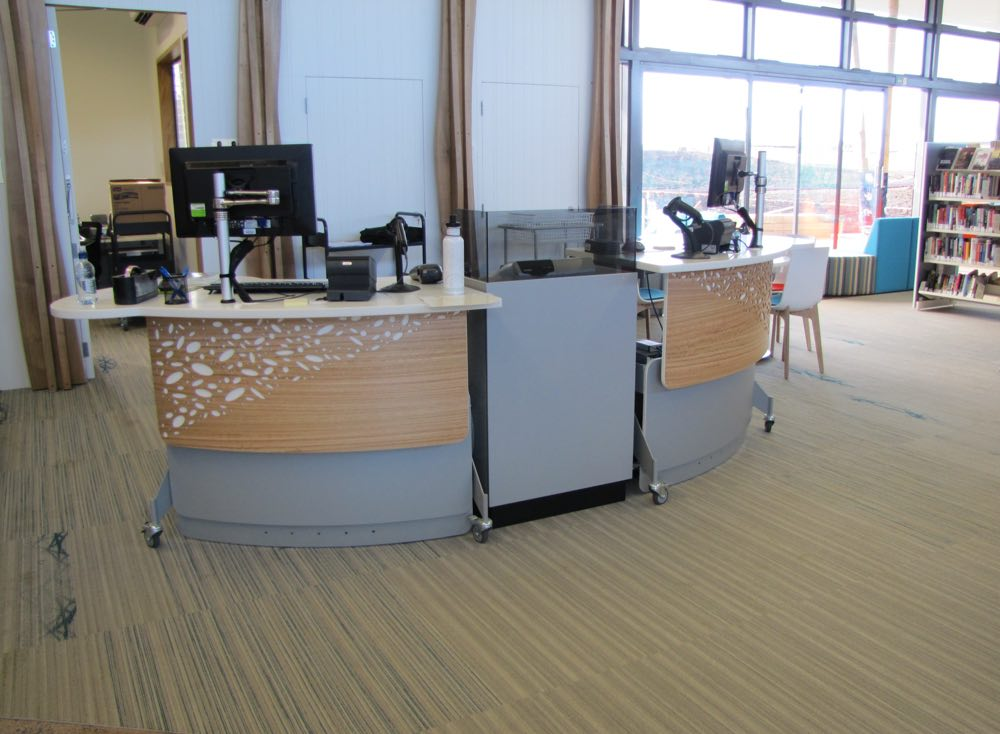 Height adjustable GLO 1600 forma a dynamic circulation area at Waiheke Library.