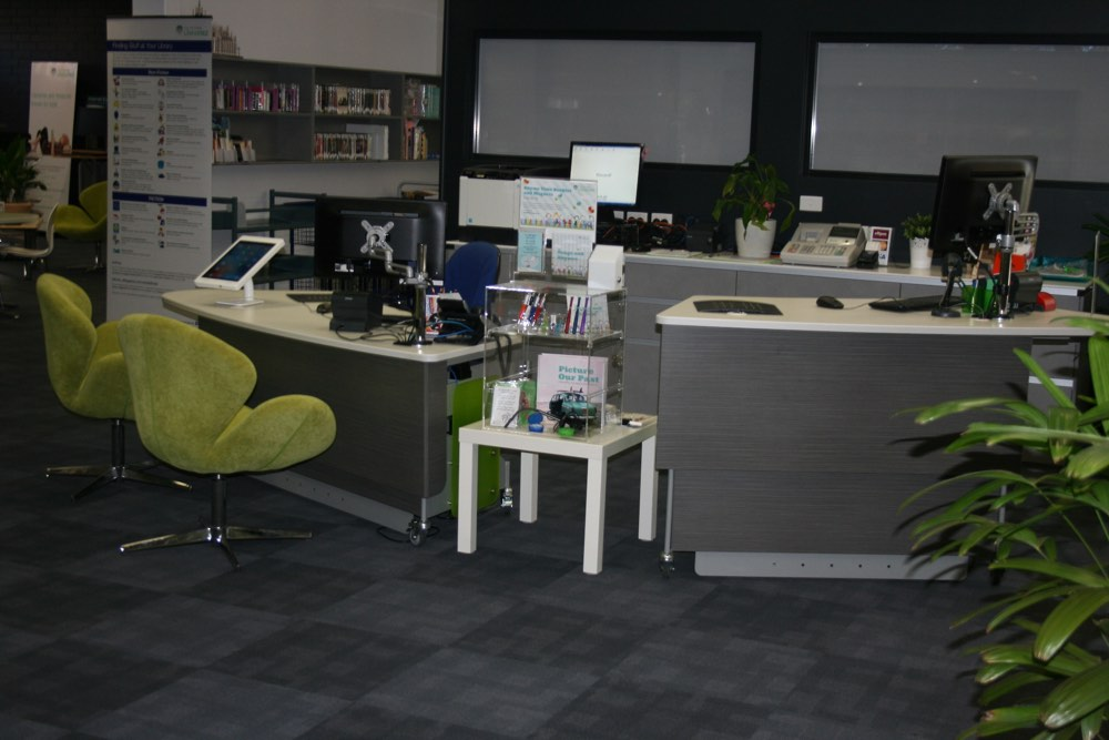 Height adjustable MAXX 2100 (seated position) and MAXX 1675 (standing position) at Duncraig Library.