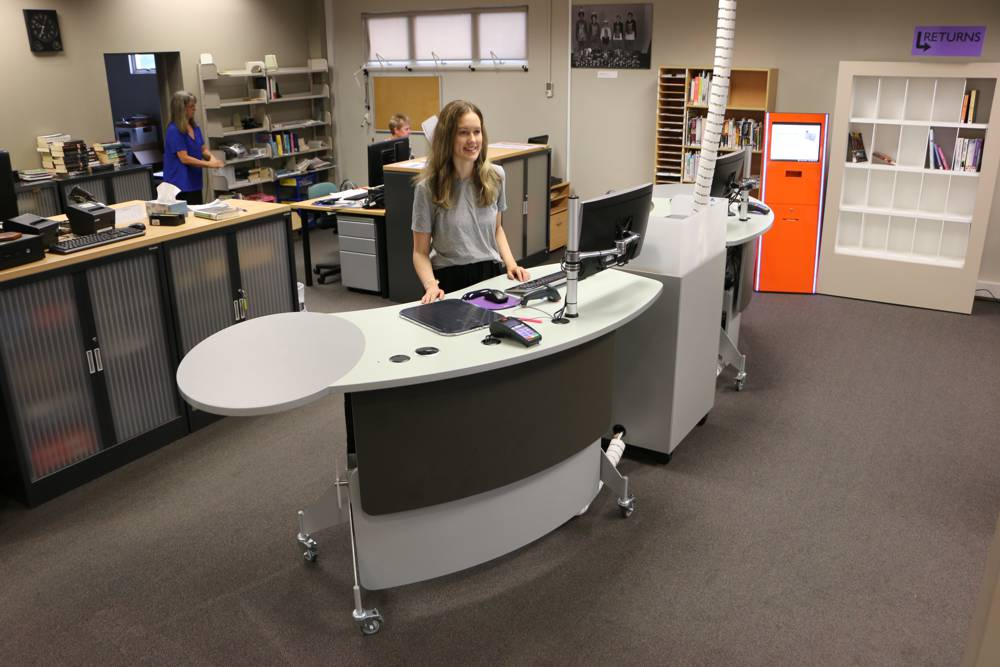 At Inglewood Library, GLO 2000 Single Ovals provide extra desktop space, teamed with our CASH / EFTPOS Module to provide an inviting front of house.