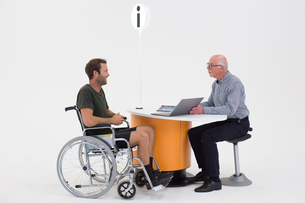 Respond sensitively to customers of all ages and levels of mobility with YAKETY YAK Nova Oval 1400.